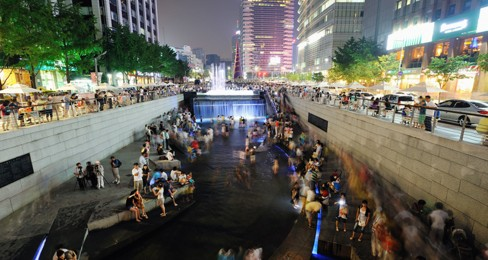 Fun at Chonggyecheon